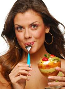 garota-salada-frutas